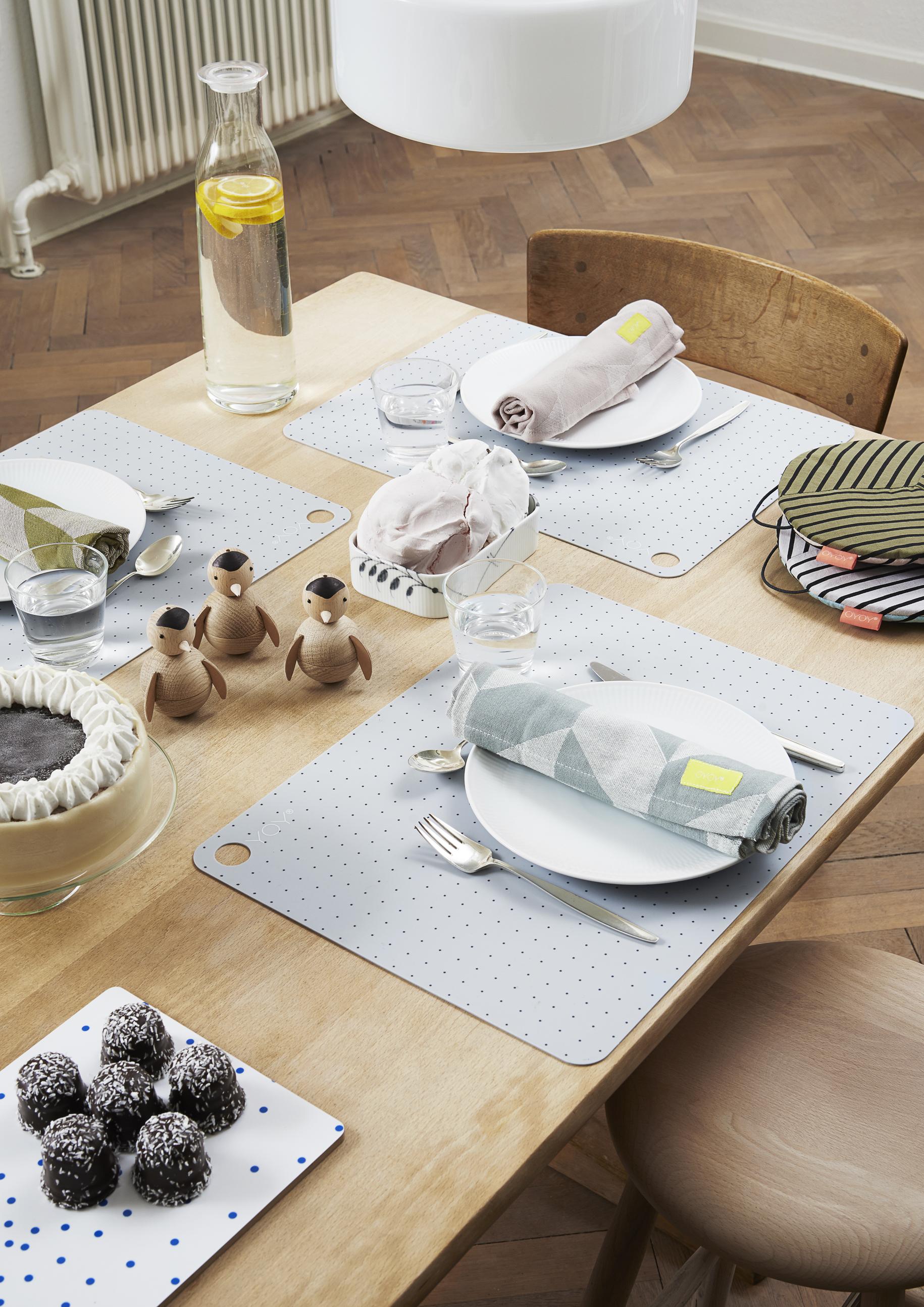 oyoy design danois esperluette. Black Bedroom Furniture Sets. Home Design Ideas